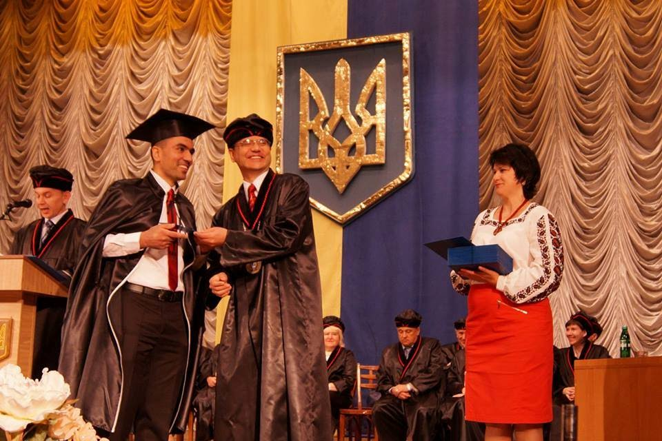Students of TSMU with their diplomas